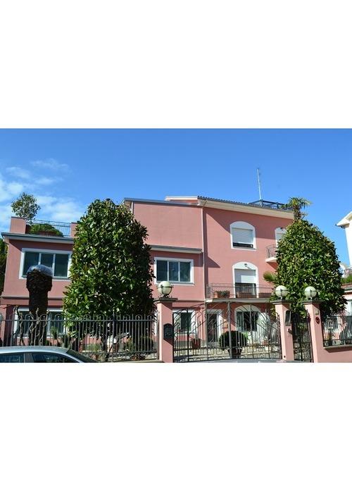 Ottima villa in un centro abitato vicino mare.