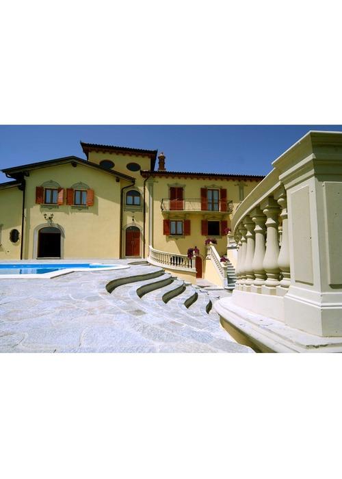 Lussuosa dimora di grande fascino architettonico.