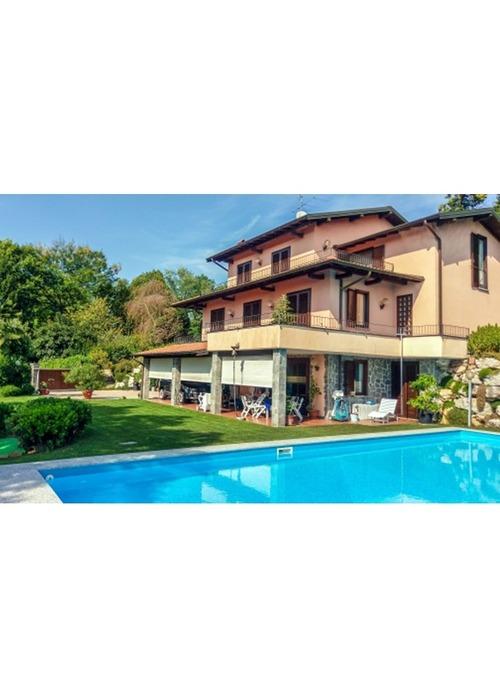 Magnifica villa con piscina.