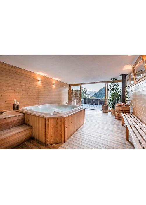 In Svizzera raffinato chalet di montagna, a destinazione ricettiva.