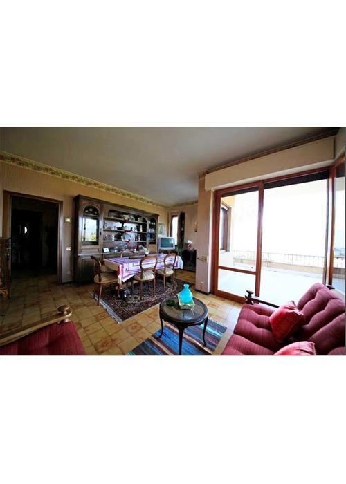 Appartamento attico  con stupenda vista lago Maggiore.