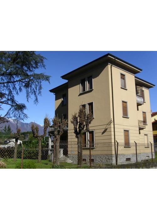 Bella villa d'epoca vicino con la Svizzera.