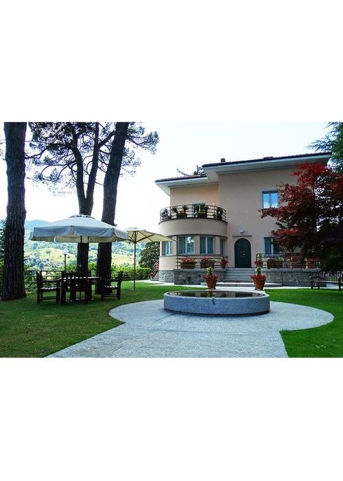 Stupenda villa vicino lago di Como e Lugano.